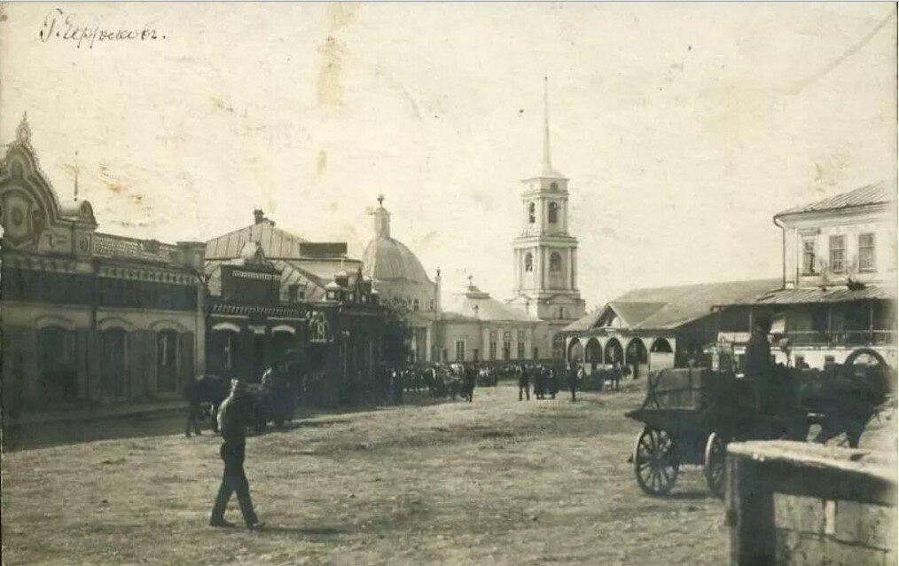 Вид на Троицкую соборную церковь со стороны улицы Дворянской