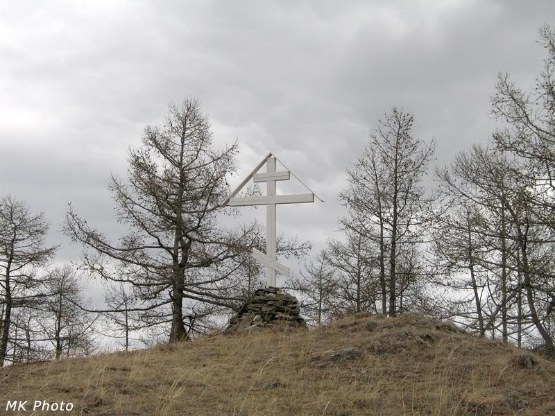 Новый крест на старом кладбище
