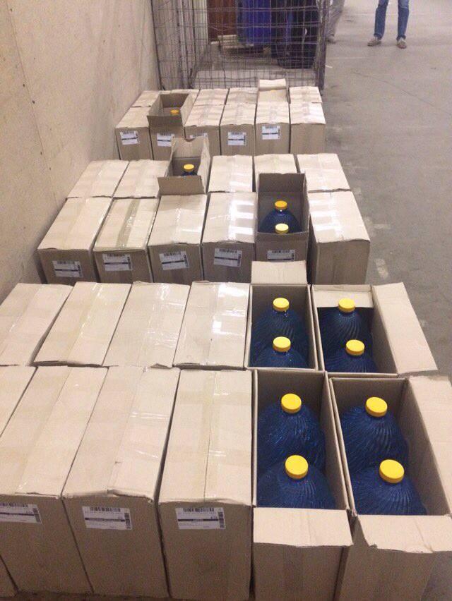 Налоговики в Тернополе задержали партию незаконно изготовленного спирта объемом почти 2,5 тысячи литров. ФОТОрепортаж