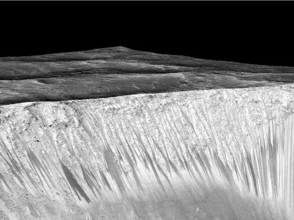 Откуда на Марсе взялась кипящая вода