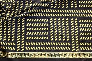 Ит334 остаток 0,90м 200руб-м Тонкая плащевая ткань ,орнамент вдоль обеих кромок,мягкая,приятная,тонкая,для ветровки,бомбера,ширина 1,47м,пэ 100%