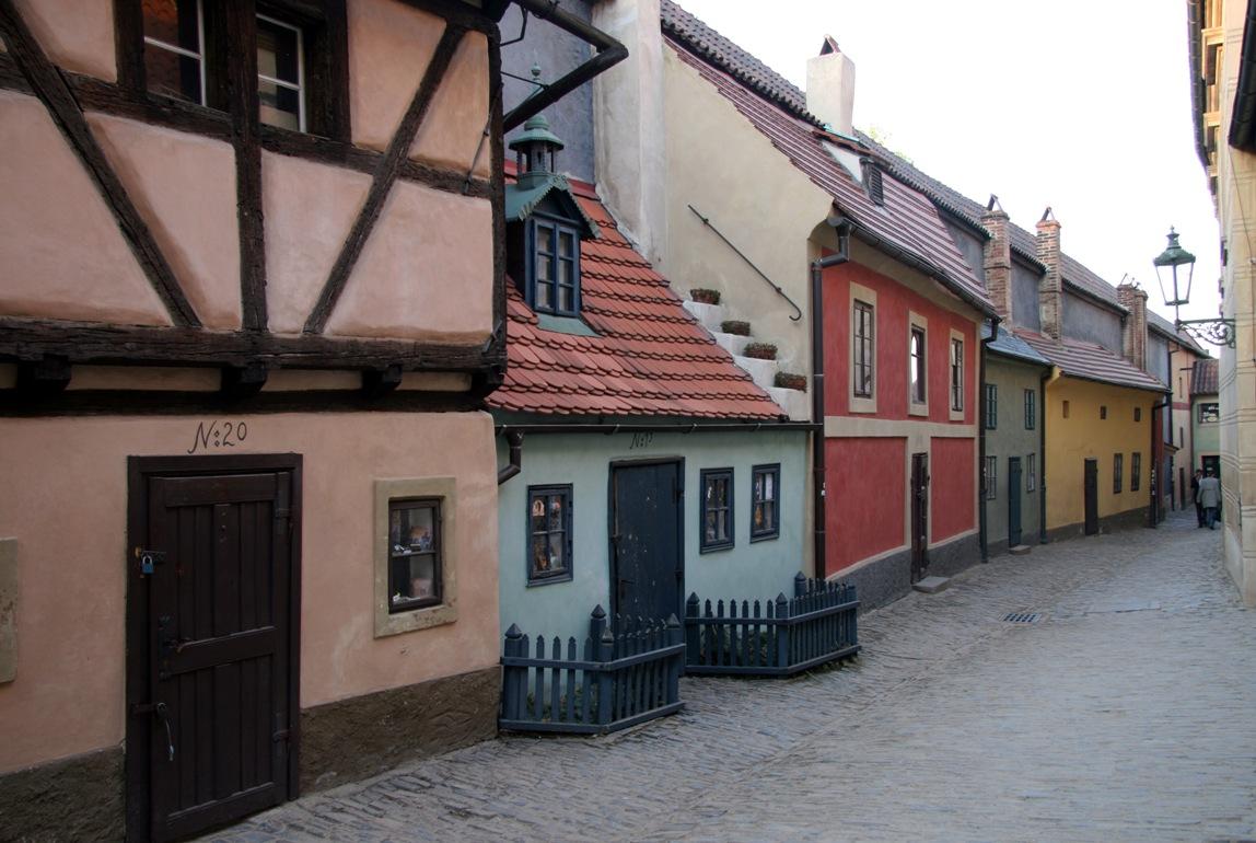Одно из самых изумительных мест в Праге – Чешский Пражский Град. Этому месту можно посвятить целый д