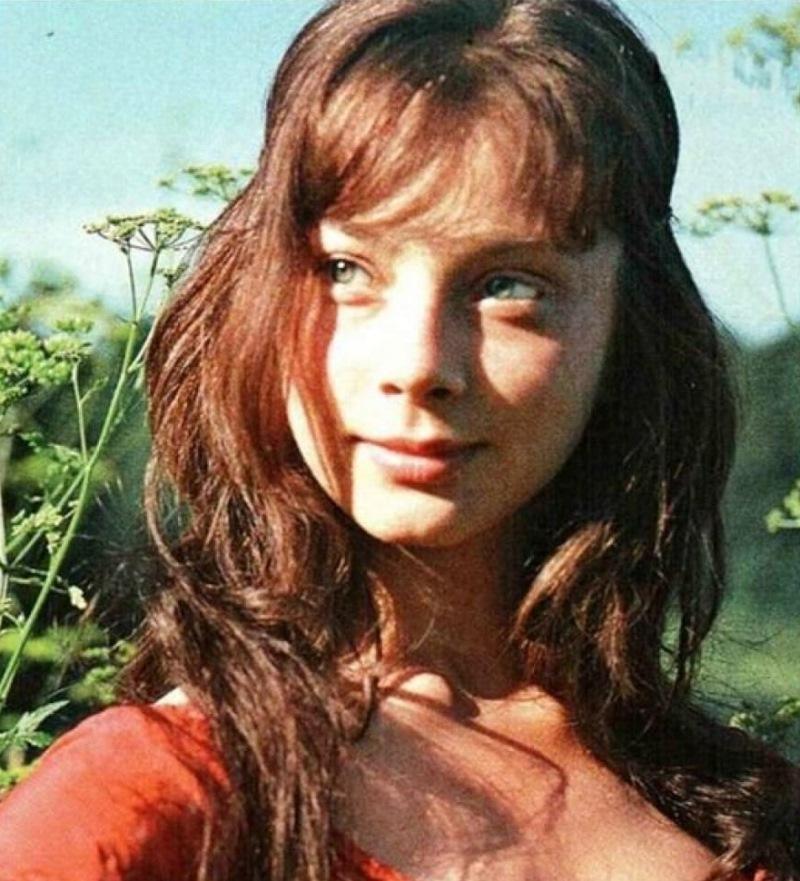 Несмотря на возраст, актриса совсем не утратила природную красоту и обаяния. Она всё так же обаятель