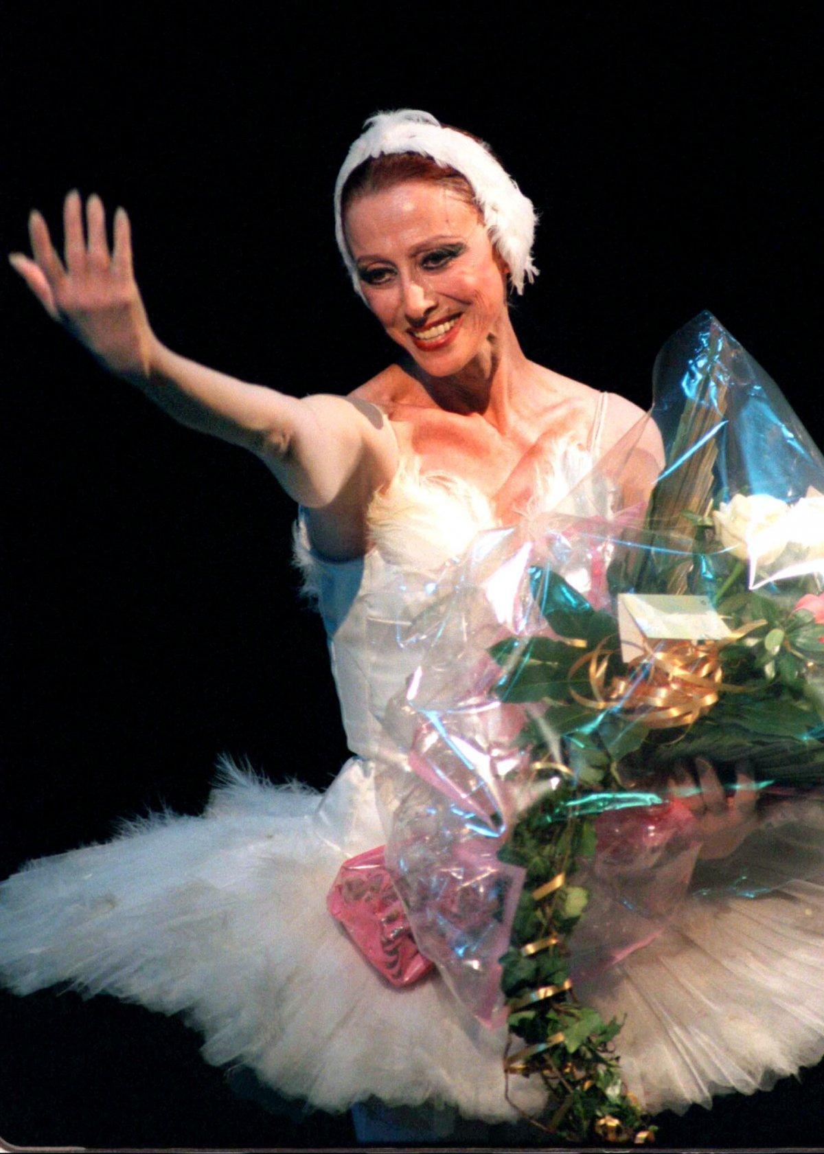 Легендарная балерина Майя Плисецкая во время гала-концерта в Большом театре, который был посвящен ее