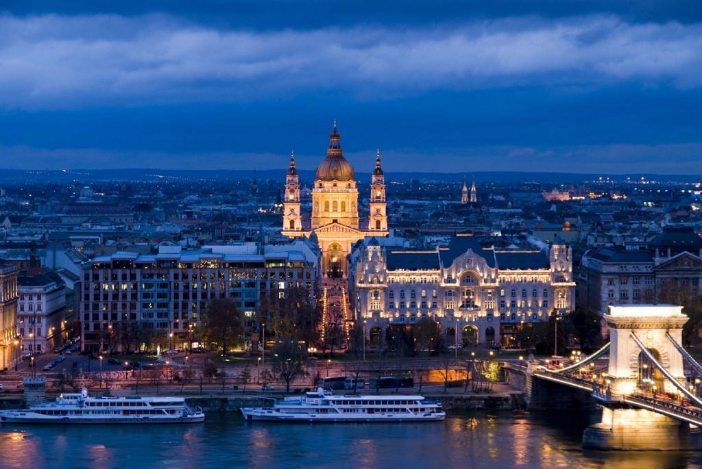 Завершает десятку Базилика Святого Иштвана в Будапеште. (Synwell)