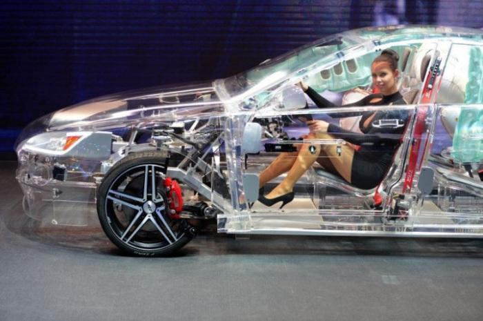 Полностью прозрачный акриловый автомобиль . Страшное и завораживающее явление