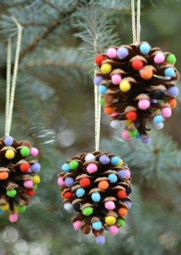 Помпоны в новогоднем декоре