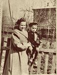Стасик с подругой мамы, Канаш, середина 1950-х.