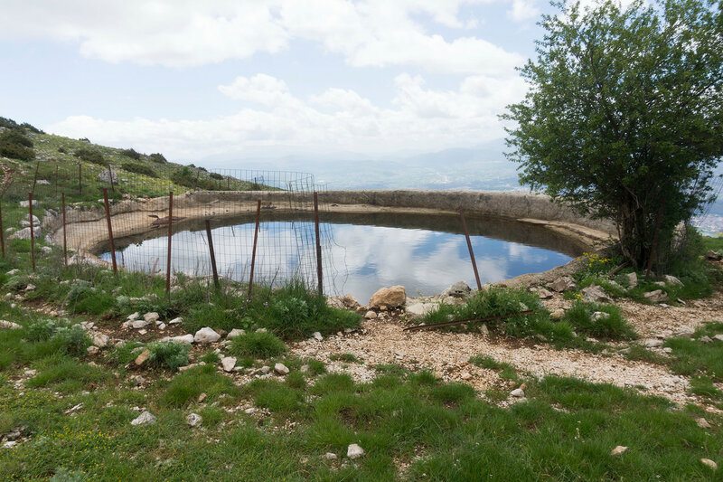 Loutsa (поилка для скота) на горе Митсикели (Mitsikeli), Загория, Греция