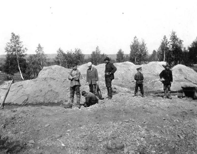 строят плотину р Суда 19114.jpg