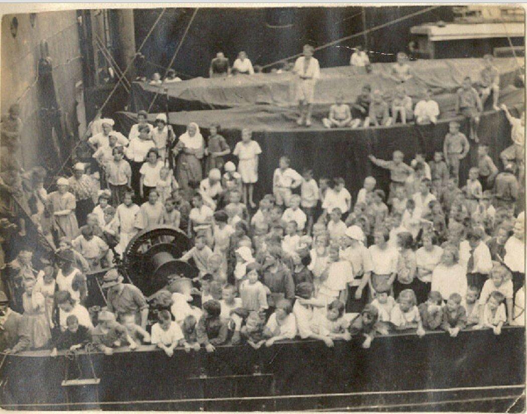 77. «Йомей-Мару». Проезжаем Панамский канал. Сняты спасательные лодки, поставлены в середину нижней палубы. Стало очень тесно