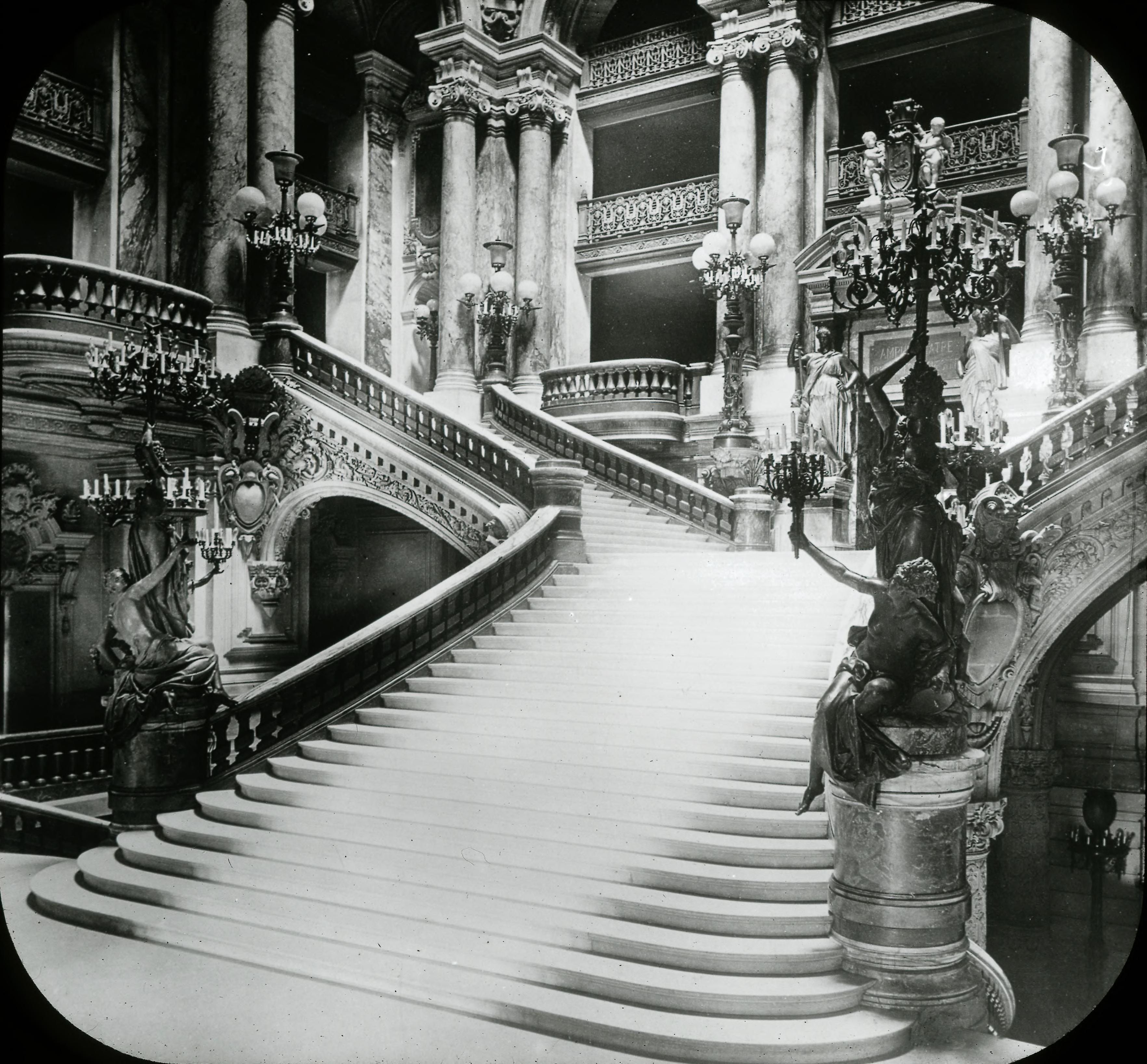 Опера. Вид на северо-западную часть Главной лестницы
