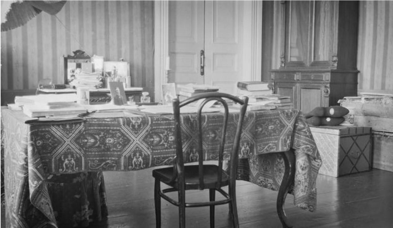 Стол Кая Доннера в доме Матусевича. Томск, 1911