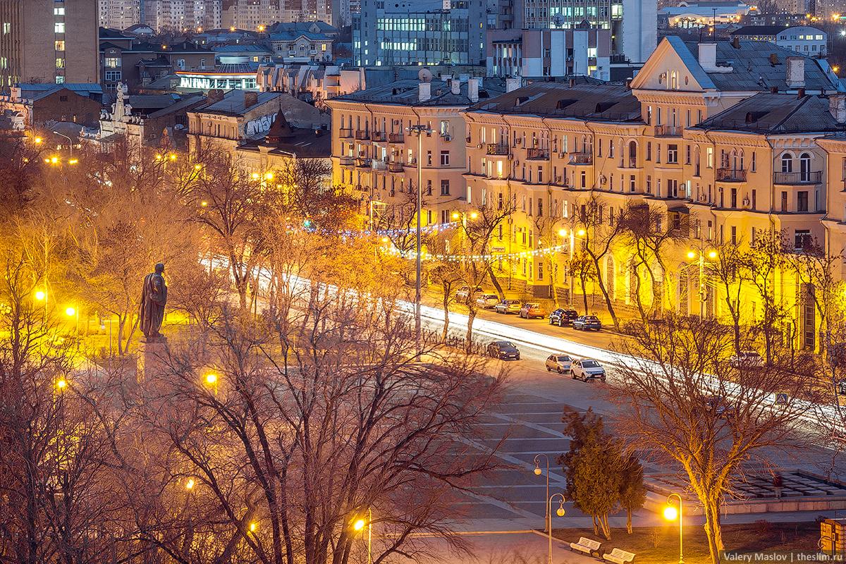Памятник Ленину в Астрахани