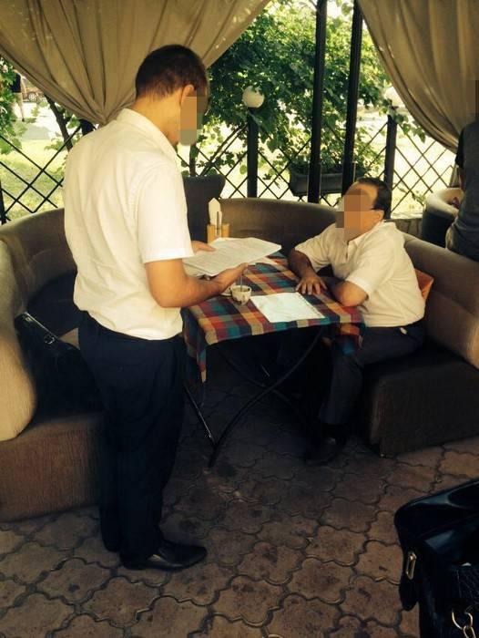 СБУ в Одессе задержала во время получения взяток чиновников ГФС и Госпродпотребслужбы. ФОТОрепортаж