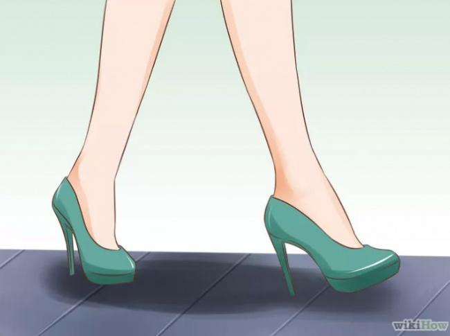 Для того чтобы походка выглядела естественно, необходимо наступать невсей стопой, асначала на