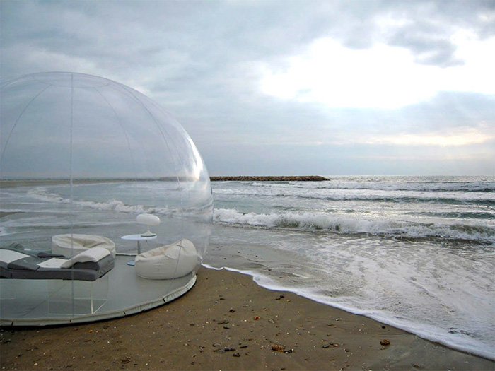 Прозрачная надувная палатка для любителей отдыха под звёздами (5 фото)