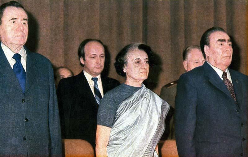 Страстный поцелуй Леонида Ильича с Индирой Ганди, запечатленный на фотографии, занимает свое место в