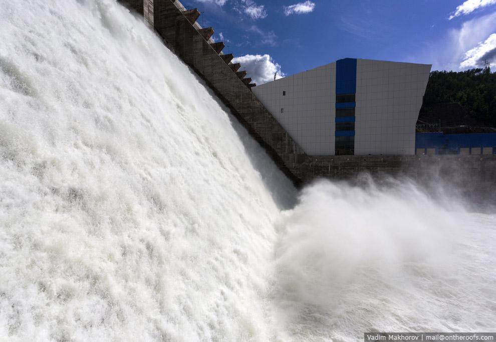 24. Водосброс рассчитан на использование в периоды экстремальных паводков, которые бывают раз в