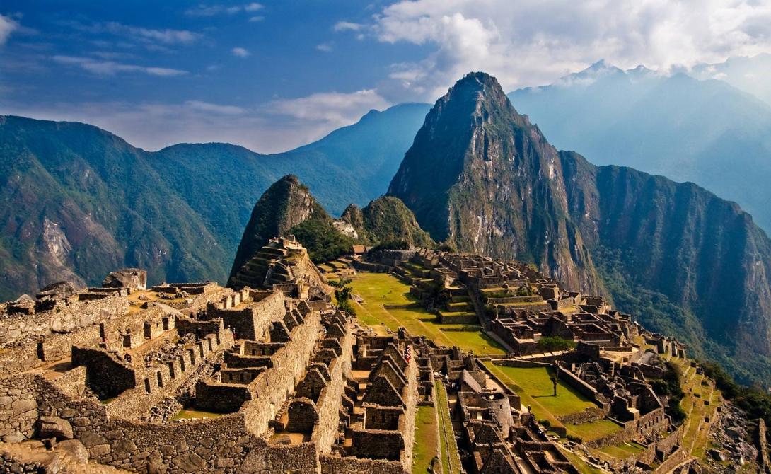 Знаменитый город инка был построен еще в 15 веке. Мачу-Пикчу расположен высоко на горном хребте, кот