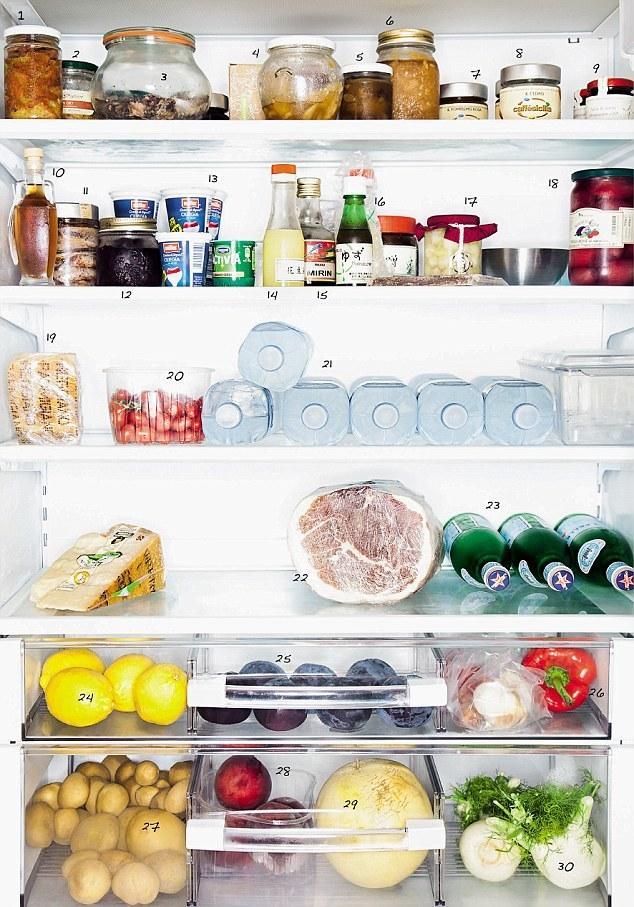 1. Холодильник владельца и шеф-повара итальянского ресторана Osteria Francescana. Заведение неф-пова