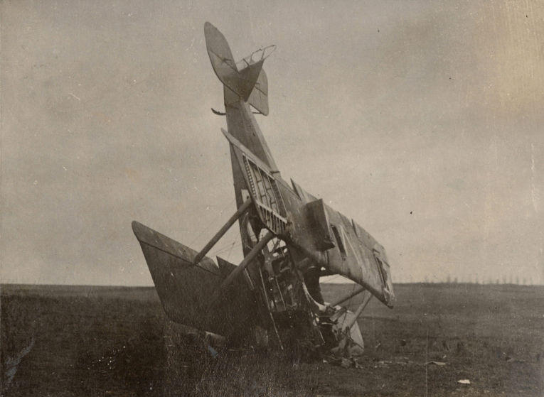 9. Сбитый немецкий гидросамолет, 1916 год.