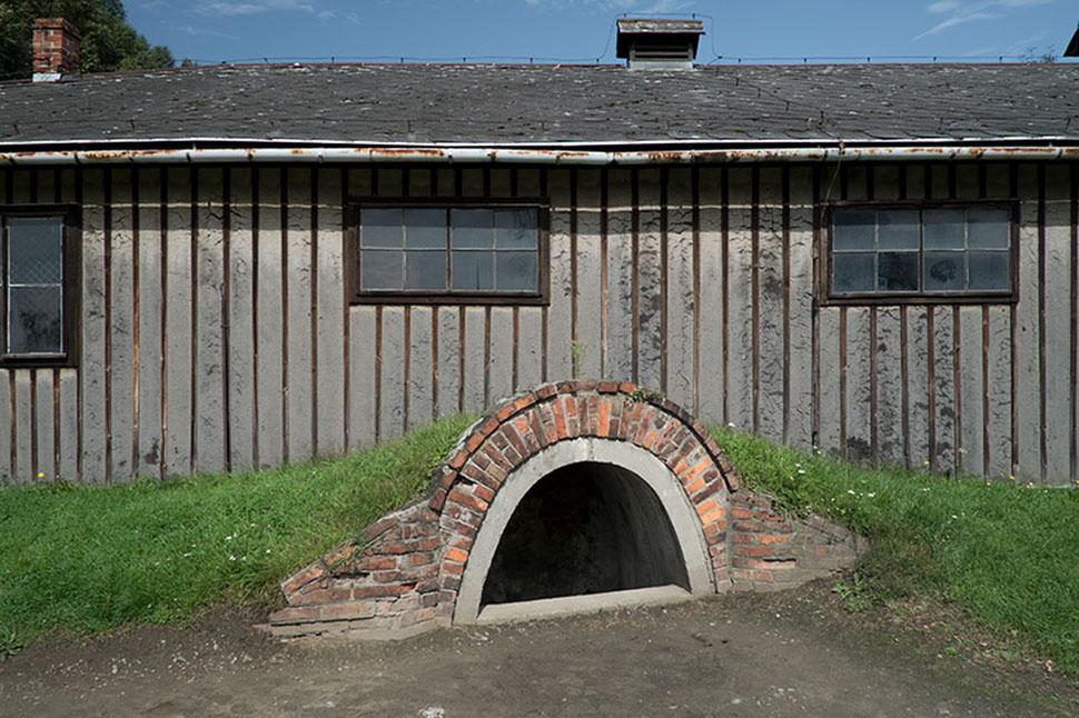 Ворота с надписью Arbeit macht frei, Аушвиц, Освенцим, Польша.