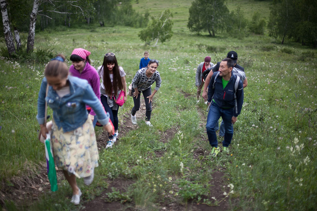 Эх! Неподготовленный народ какой пошел, даже в небольшую гору подняться уже не могут. Ну я то нормал