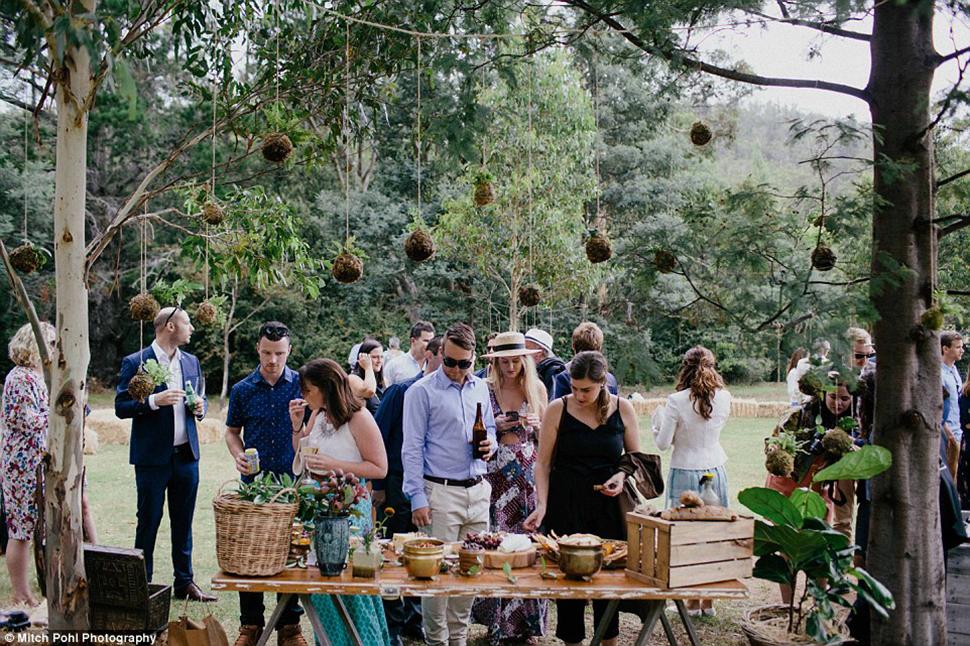 Босиком на сеновал: такую свадьбу вы захотите летом (9 фото)