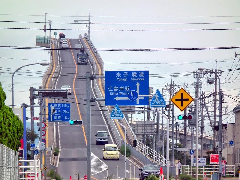 Но мост вполне безопасен, если не нарушать правила дорожного движения.
