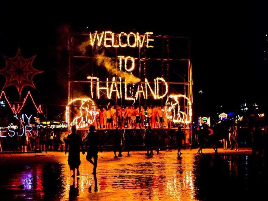 4. На острове Пханган в Таиланде каждую ночь перед полнолунием проходит Full Moon Party, во время ко