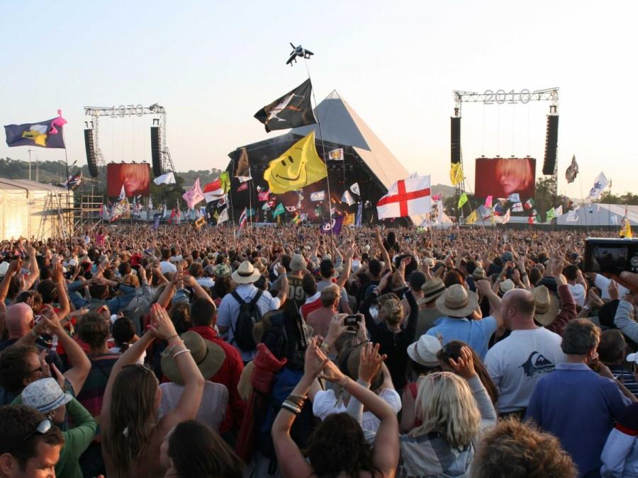 25. Самые культовые исполнители в мире с 1970 года ежегодно съезжаются на пятидневный музыкальный фе