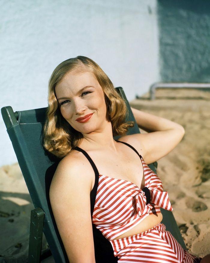 Вероника Лэйк, 1945 год.
