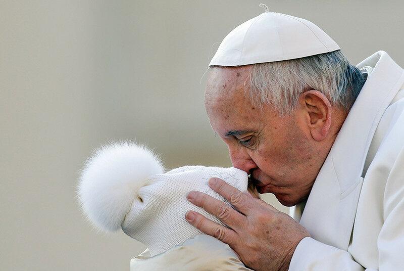 Самые забавные поцелуи знаменитостей с животными, другими знаменитостями и еще чем угодно