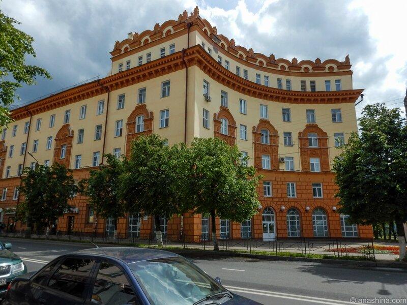 Здание послевоенной постройки по улице Дзержинского, Смоленск