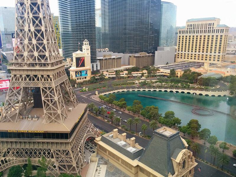 """Вид из окна отеля """" Беллис"""" в Лас-Вегасе."""