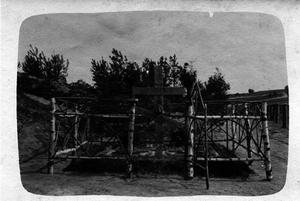 138. 1916. Могила русских солдат, похороненных австрийцами. Октябрь. Галиция