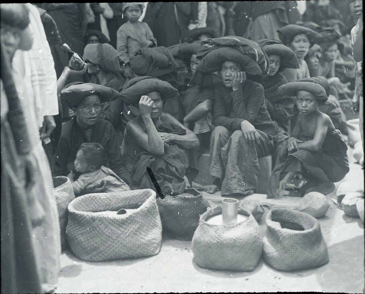 Кабанджахе. Рынок. Торговки рисом