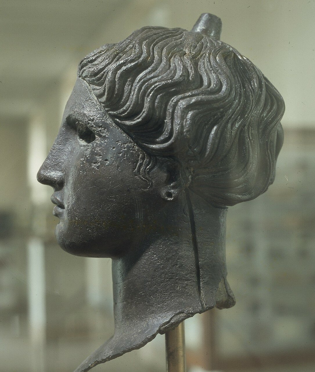 Афины. Археологический музей Афинской агоры. Бронзовая голова Ники конца III века