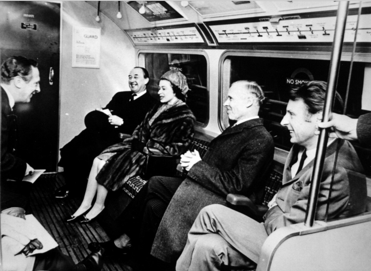 1969. Елизавета II на открытии линии Виктории. 7 марта