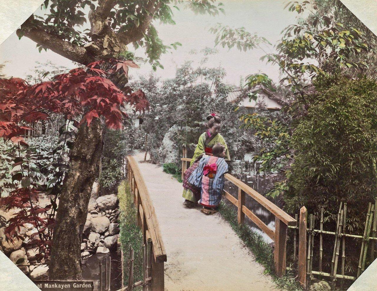 Женщина с ребенком в парке. 1890
