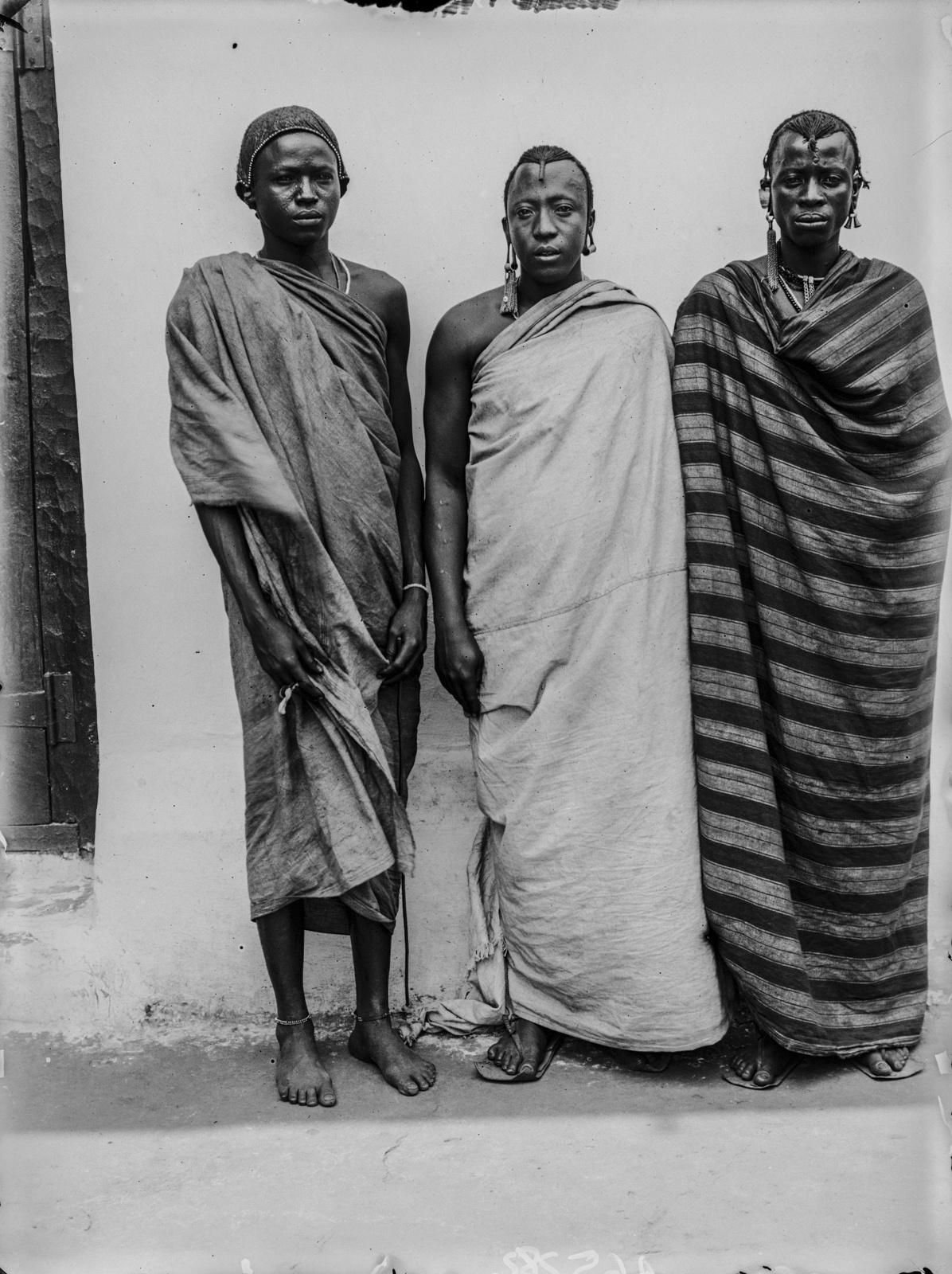 307. Групповой портрет с тремя мужчинами, вероятно, вождями  чагга