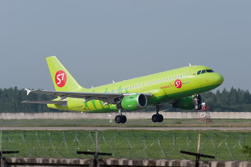 Airbus A319-114 (VP-BHP) S7 DSC2665