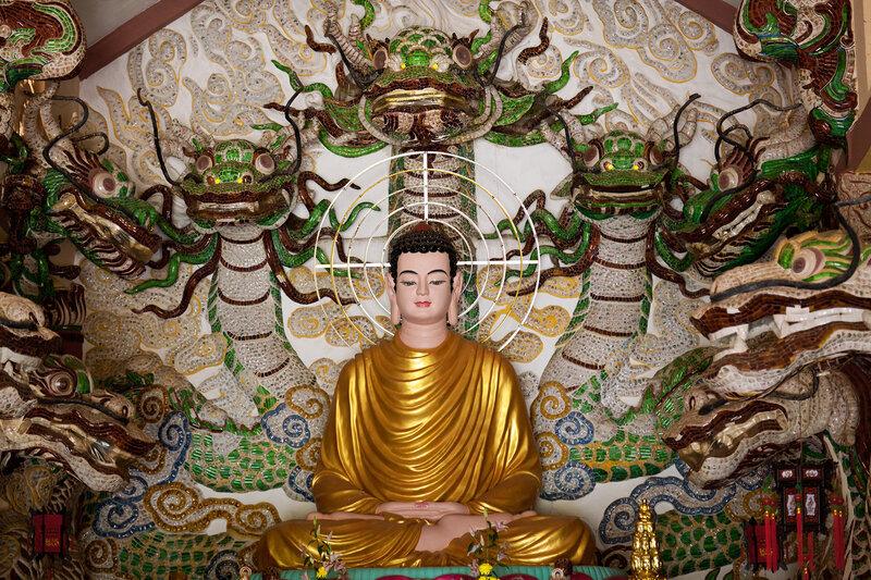 Будда с драконами