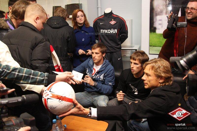 Автограф-сессия Валерия Карпина и братьев Комбаровых (Фото-Видео)