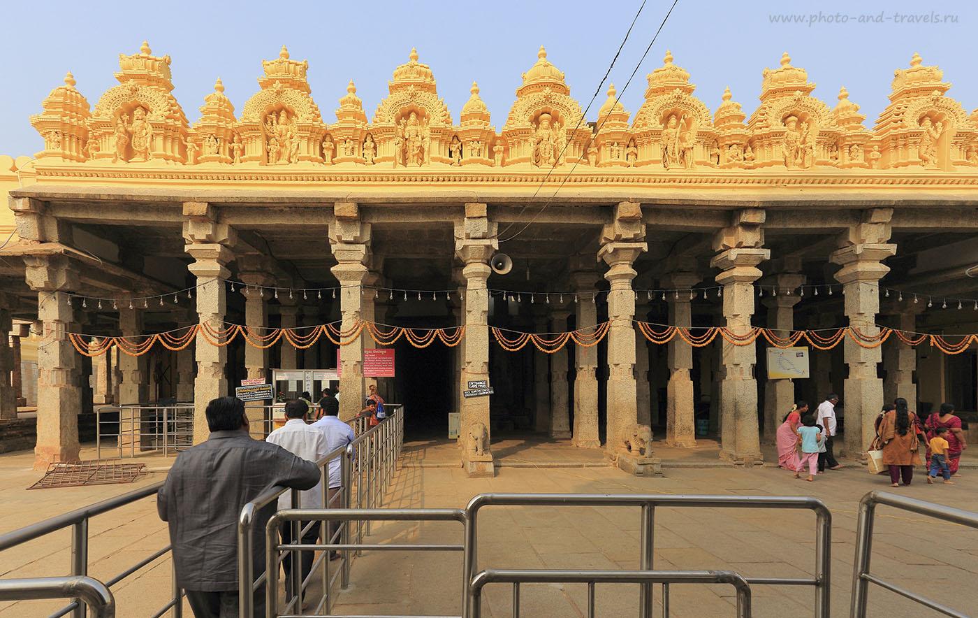 Фотография 4. Экскурсия в Шрирангапатнам. Вход в храм. Отчеты туристов о путешествии по Индии. Поездка на экскурсии в штат Карнатака. 1/50, -1 EV, 13.0, 100, 17