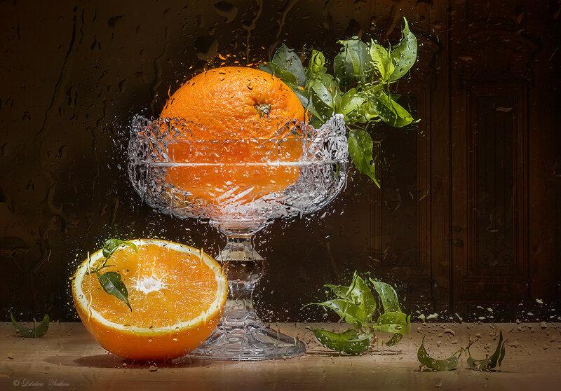 Апельсины за мокрым стеклом