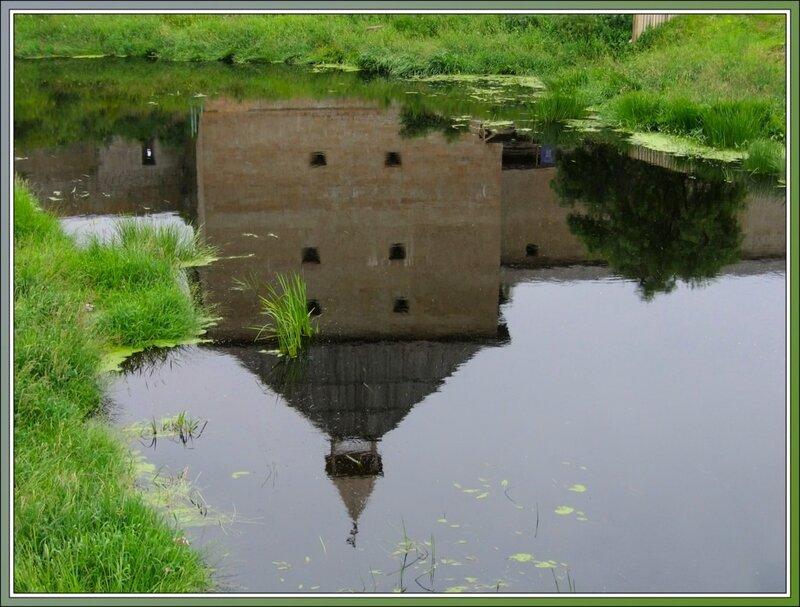 Отражение крепостной башни, Старая Ладога