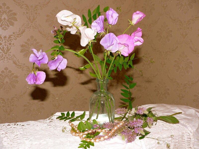 Натюрморт с горошком.  Душистый горошек - одно из наиболее красивых и любимых в мире вьющихся растений...