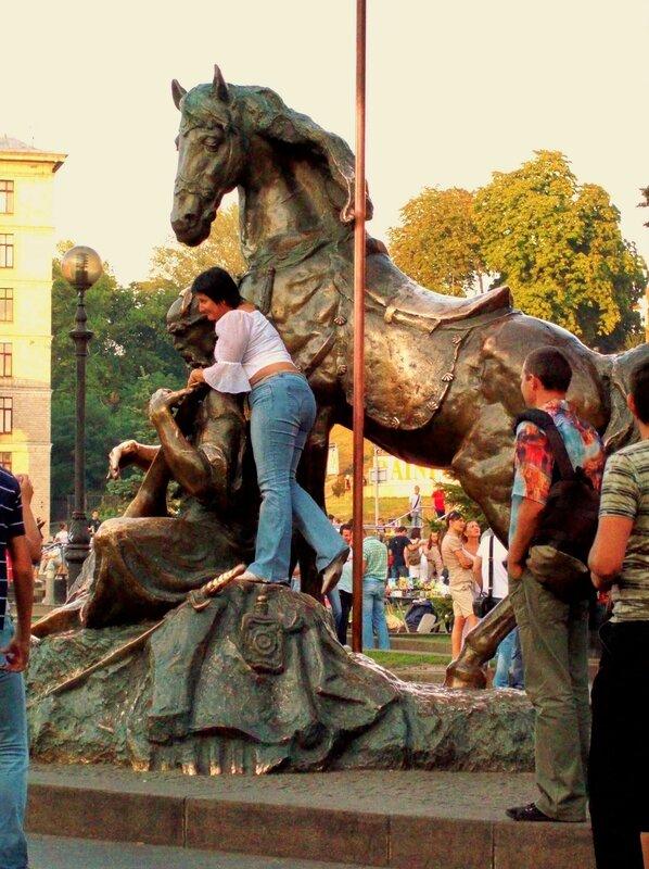 Памятник казаку Мамаю на Майдане Незалежности
